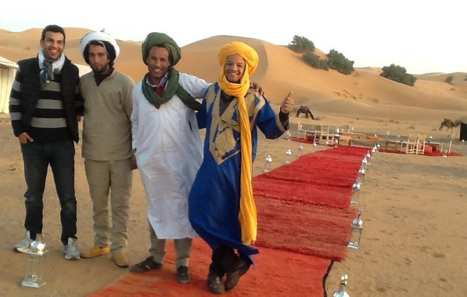 Hombres-marroquis-en-el-desierto